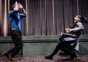 Hamletas mirė, gravitacijos nėra